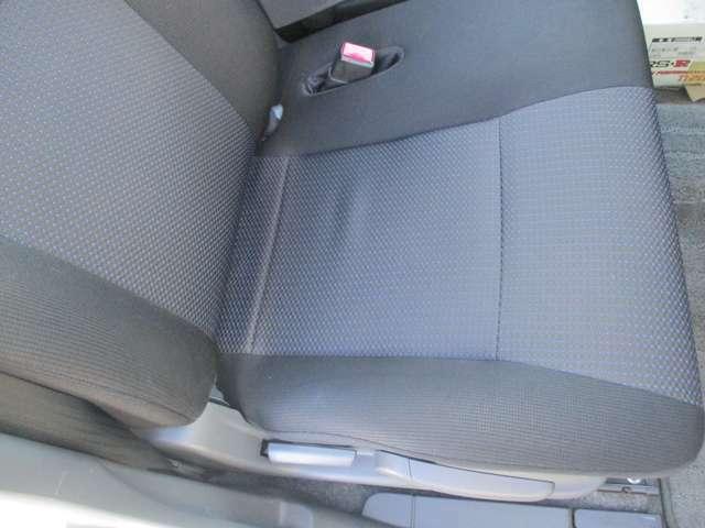 運転席シートです。シートは上下に調整可能です。