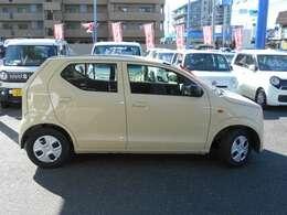 車体色はベージュです。人気色・お手入れしやすいお色です。