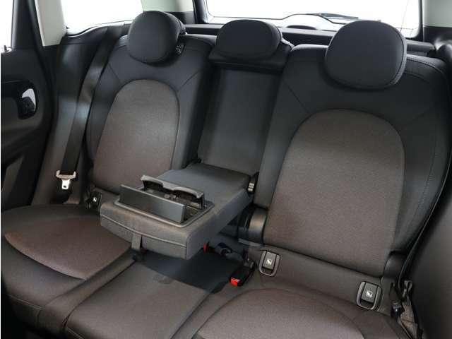 リヤシートにゆったりと座ってドライブをお楽しみになるのもいいですね☆