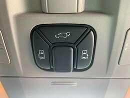電動スライドドアに加えて、バックドアも電動になっております!