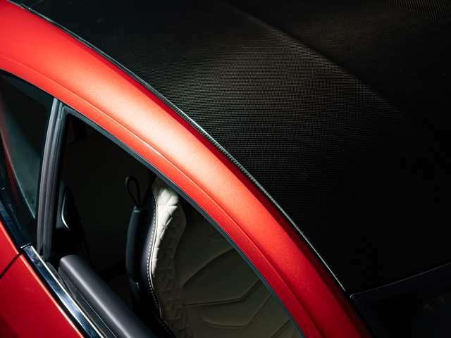 トリムインレイQ2×2サテンカーボンツイル(547,720円)、シートヒーター&ベンチレーションシート(181,830円)、ジオードキルティングシート(547,720円)、ティンテッドテールランプ(90,720円)