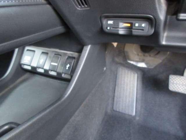 コンソル下部前方にはアクセサリーソケット・HDMI・USBジャックが装備♪その右側にはETCも装備