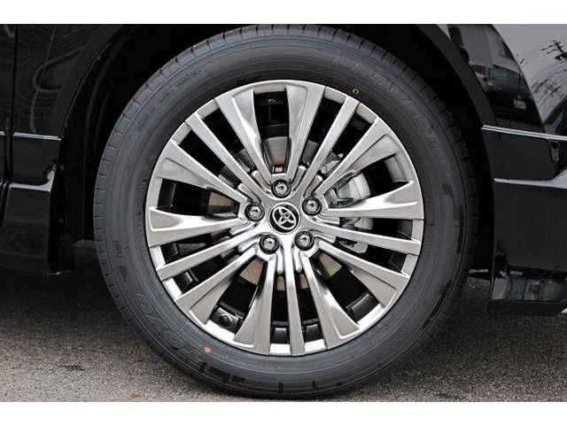 純正18インチ高輝度タイヤホイールを装備!!オプションにてお客様もご希望のタイヤホイールへ変更可能です!!