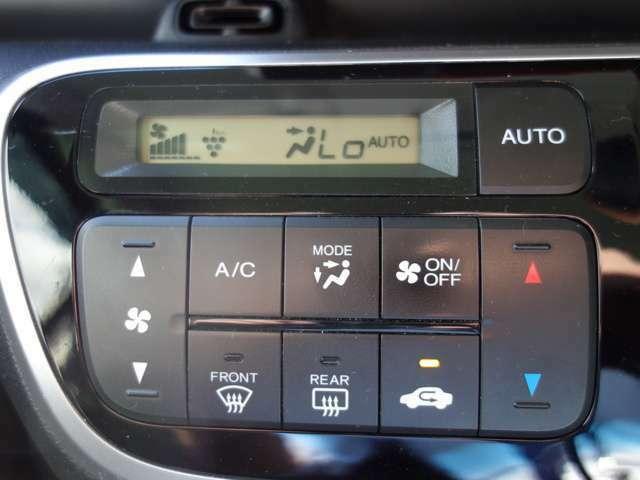 【オートエアコン】オートエアコン装備車です、細かな温度調節が可能です。デジタル式で見た目もスッキリしています!