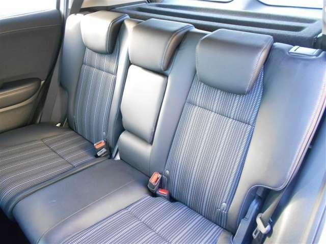 大人でも十分な後席空間です。近場はもちろん、長距離移動も楽ですね!
