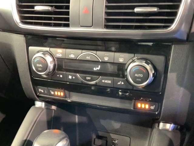 左右独立エアコンなので左右で温度を変えられるので同乗者の方も快適です。