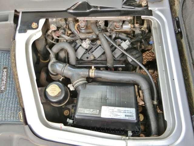 改造等せず純正の状態を保って乗られてきたのが分かるエンジンルーム!ディーラーで細かなところも良くメンテナンスされていて調子の良いエンジン・ミッション!