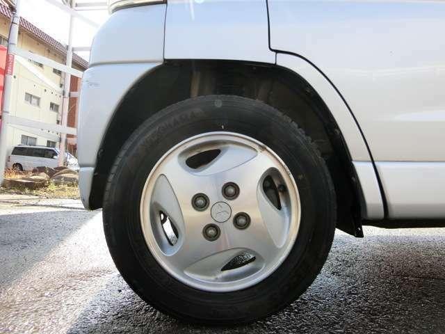 純正13インチアルミホイール!タイヤは一流メーカー品!まだまだ使用できます!