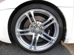 タイヤの溝もまだございます!