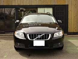 ◇レザーシート、シートヒーター付き、パワーシートでとても高級感があり上品な車両になります!