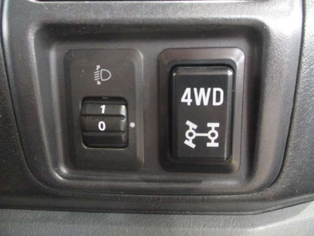 ☆2WDと4WDが切り替え可能なパートタイム4WDです!!