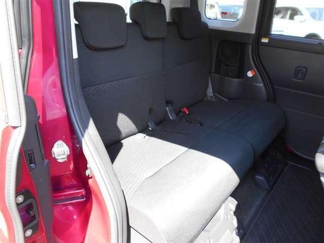 シンプルながら、座り心地の良いシートです☆ ホールド感も良いので、長いドライビングでも疲れにくい(^^♪