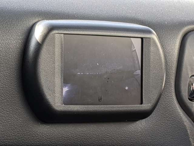 外装必見!!保管状態が良くボディーの光沢を発揮できます。只今お車購入の方に限りお手入れ楽々ガラスコーティングを格安で施工実施中♪