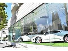 欧州車を中心に様々なお車が入れかわる屋内型ショールームです