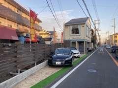 府道138号線沿いに御座います!最寄り駅茨木市駅までお迎えも可能です。駐車場完備!