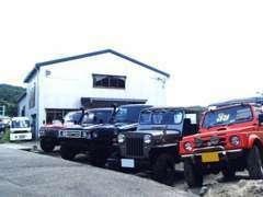 ランクル、ラングラー、ジムニーなど遊び心溢れていてワクワクするような車輌を展示しています♪