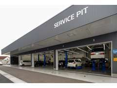 当社は、指定工場としての認定を受けております。ご納車時の整備から車検整備につきましても併設工場でご対応させて頂きます。