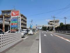 県道337号線沿い龍田小学校前です。熊本市街方面よりこのように見えてきます。