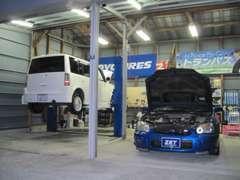 四国運輸局認証工場併設しております、自動車検査員資格保有者が整備致しますので安心です。レスポンス良い整備目指しています