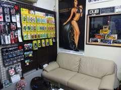 商談ルームでは芳香剤やLBグッズなどの販売もしております。