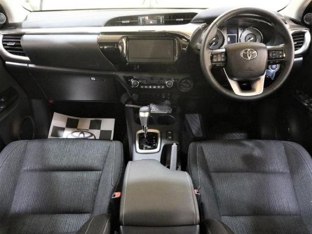 まるで乗用車の様な高級感のある内装です♪