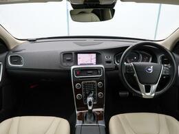 2018年モデルV60cc D4 クラシックが入庫しました!人気のディーゼルモデルです!本革仕様で内外装の状態も良好!サンルーフやシートヒーター、純正ナビなどはもちろん安全装備も標準設定でございます。