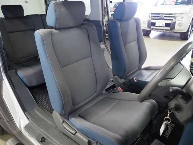 後部座席に座る際も広々しているので乗り降りしやすい作りになります。