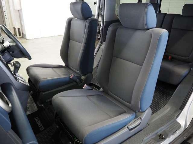 フロントシートも汚れ等なく大変きれいな状態です。