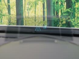スピードメーターを映す【ヘッドアップディスプレイ】によって、少しのよそ見も許しません!!顔を上げたまま速度を確認するため、より安全な運転を実現します!!