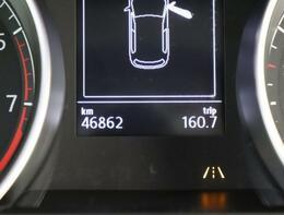 マルチファンクションインジケーターは、時刻、瞬間平均燃費、外気温度、運転時間、走行距離等メニュー表示します。