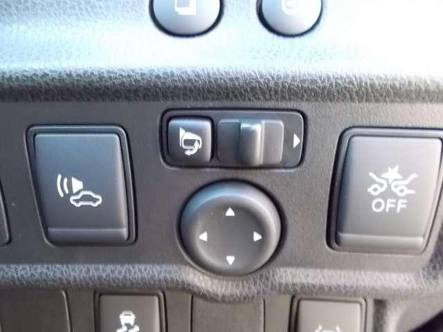 エマージェンシーブレーキ機能搭載!衝突の可能性が高まるとメーター内の警告灯やブザーでお知らせ。万一、ドライバーが安全に減速できなかった場合には、自動的に緊急ブレーキを作動させて衝突を回避。
