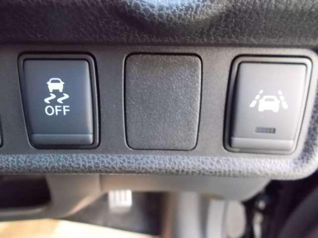 車線逸脱警報装置も搭載!意図せずに走行車線から逸脱しそうな場合、メーター内の警告灯とブザーでお知らせしてくれます♪