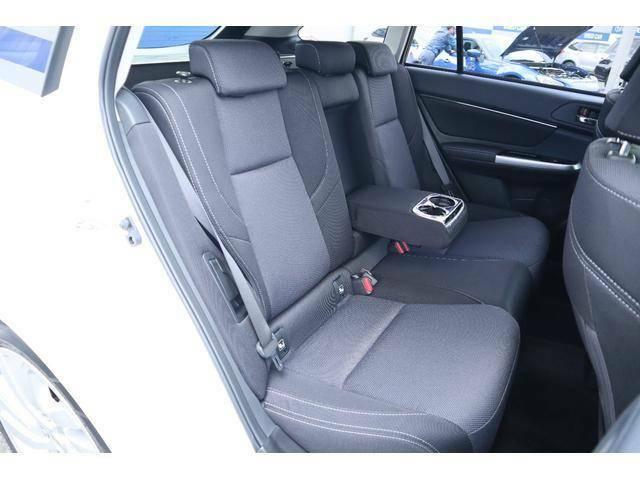 リヤシートも広さを確保してありますので同乗者も快適に過ごせます