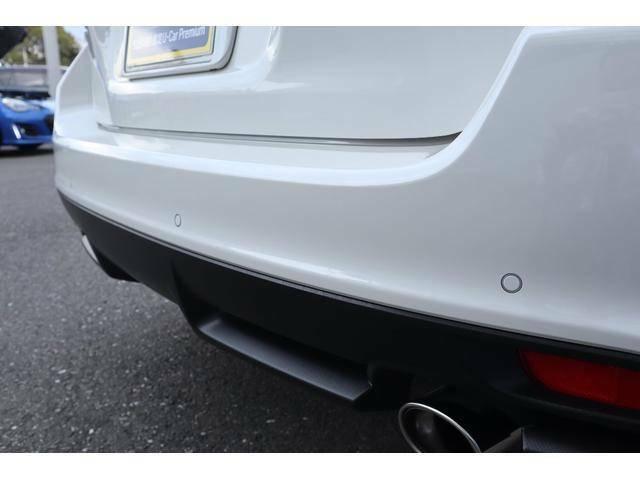 バンパー内にセンサーが埋め込まれ障害物を感知するとブザーでドライバーにお知らせ