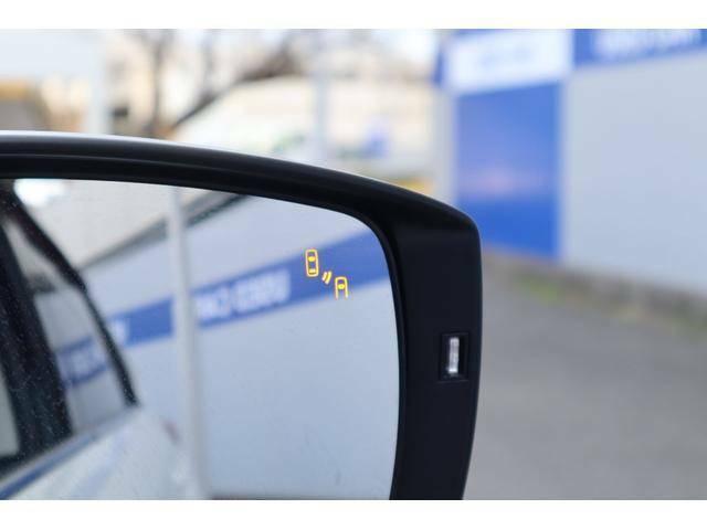 左右後側方から接近する車両をドアミラー内のインジケーターが光ってドライバーにお知らせ