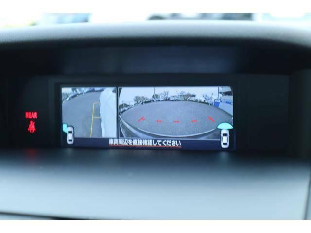 フロントグリルと左ドアミラーにカメラを装備して車内モニターで状況を確認出来ます