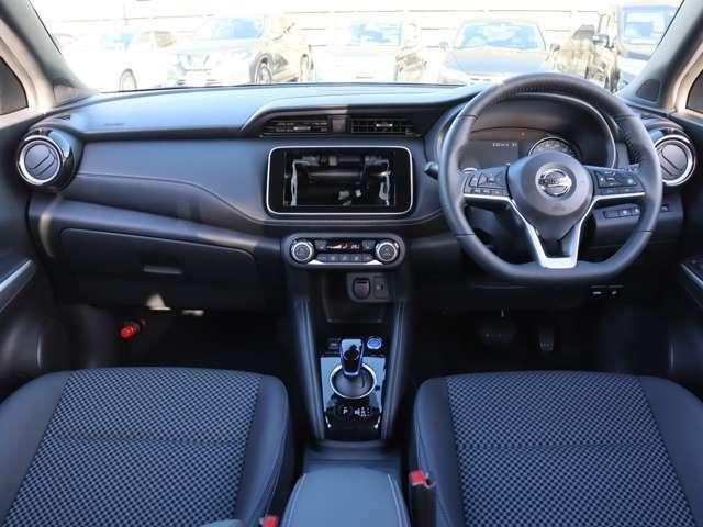 【 前席全体 】海外では数年前から販売され日本には'20/06にe-POWER専用車として導入されました!車内広めなコンパクトSUVですがスポーティな印象もある1台!安全装備も一通り付いております!