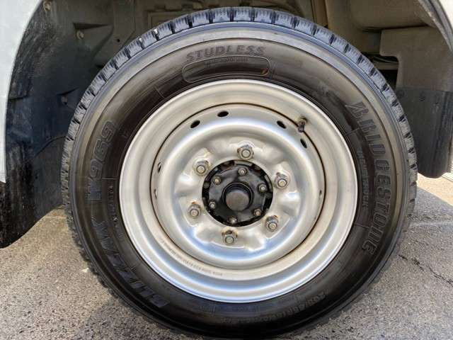 車検を1年取得後の納車となります。http://www.carkore.jp/