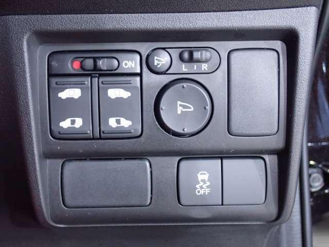 両側電動スライドドア、VSAが走行中の車のタイヤのスリップを感知して、安全な走行を確保します。
