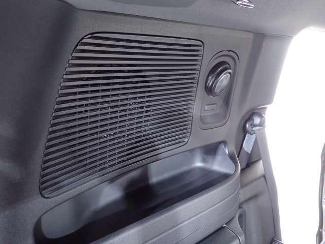 【カーゴスポットライト】角度調節機能付きなので荷室の広い範囲を照らす事が出来ます。