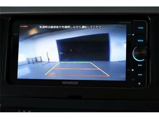 初めてのお車でも安心のバックカメラ付きです☆ガイドラインもあるので心強いです!