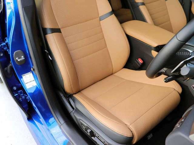 運転席の状態です。パワーシート・コンフォータブル機能(HOT&COOL)シートのスレ、シワ、ヘタリ等少なく、とてもきれいな状態です。Fスポーツ専用運転席本革シート16WAY調整式パワーシート。