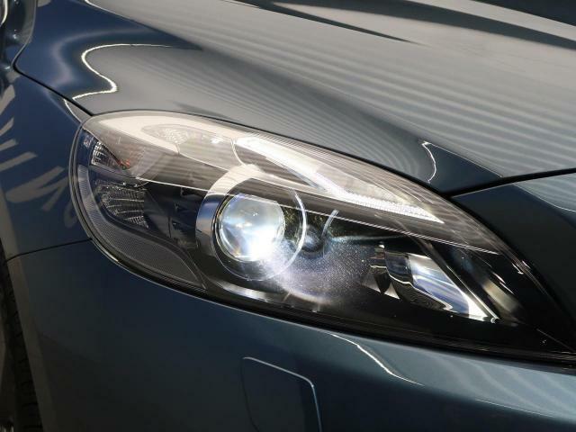 ●HIDヘッドライト『ハロゲンの数倍の明るさを誇る高寿命HIDヘッドライトで、安全運転を支える良好な視界を!』