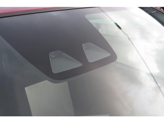 カメラは2個ありブレーキだけでなく誤発進抑制機能、車線逸脱警報機能に先行車発進お知らせ機能も付いてます。安全装備も充実したお車です♪♪