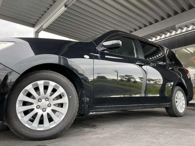 ホイルは純正16インチアルミホイルになります。タイヤは夏冬セットでお付けしますので、余計な出費もかさまず安心です。タイヤサイズ205-60-16。