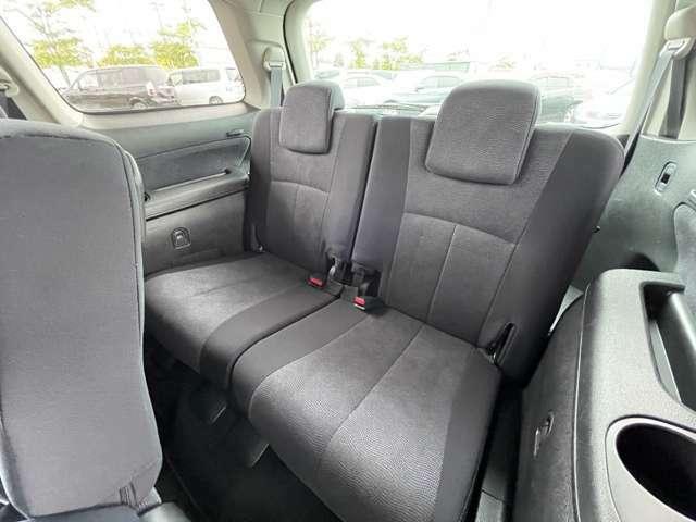 3列シート付き。家族や友人など大人数でのドライブも楽しめます。