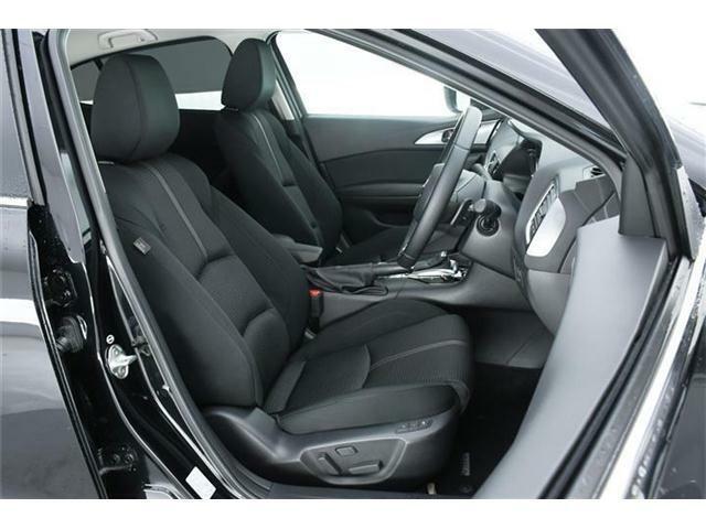 シートはブラックファブリックシート♪オプション装備のドライビングポジションサポートパッケージ搭載でシートヒーター&パワーシート付き!