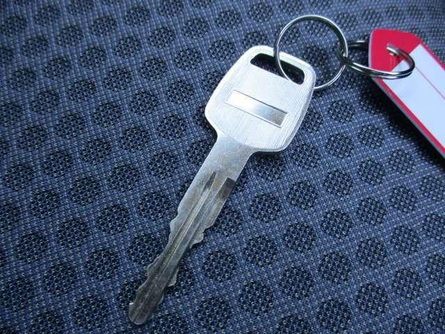 鍵は刺し込むタイプになります。