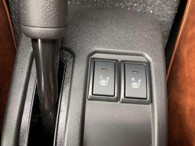 シートヒーターがついているので冬場の運転も快適です!
