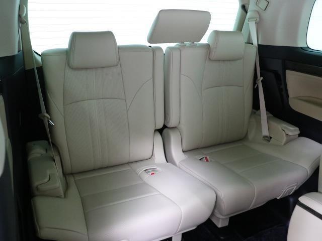 イザと言うときに便利なサードシートです。 普段使わないけど、という方にも急に友人を乗せる時などに便利ですよ。